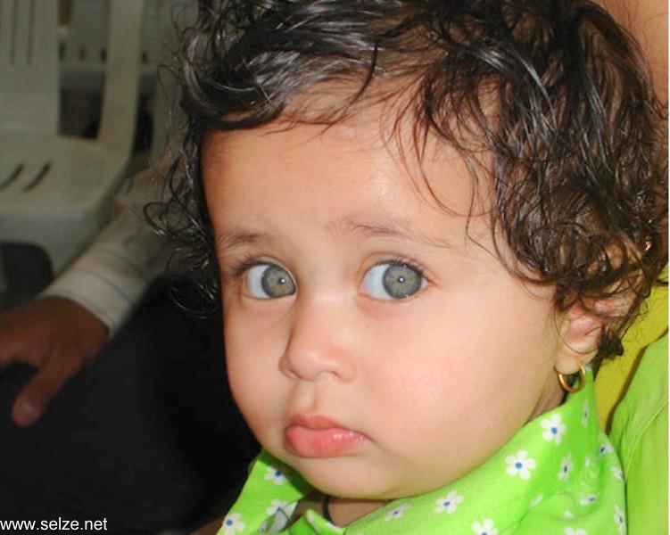 صور أغرب أجمل عيون أطفال