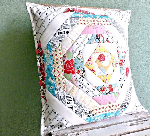 Ananas Pillow by Leila Beasley