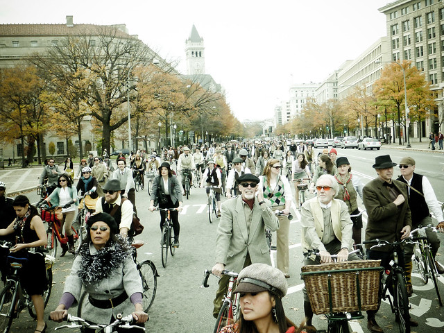 DC Tweed Ride Heads Down Pennsylvania Avenue