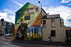 Defending the Neighbourhood (Duda Arraes) Tags: street city wall mural colorful europe message unitedkingdom political belfast northernireland ira scape republicans catholics