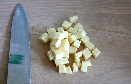 10 - Käse in Würfel schneiden