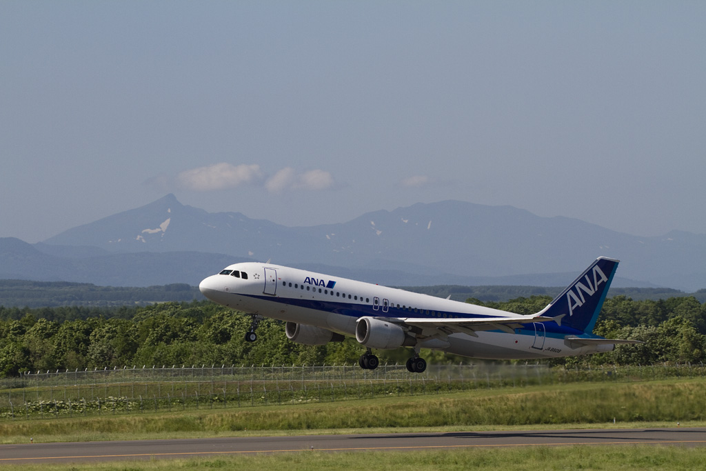 ANA's A320-200 @ RJCN with Shiretoko mountain ranges