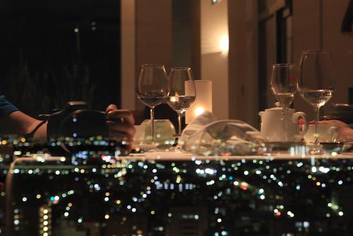 夜景とグラス 浦和ロイヤルパインズホテル アールピーアール