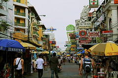People on Kao San Road (BryanandCatalina) Tags: thailand bangkok chaophraya kaosan