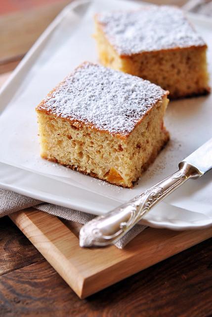 Cake con pesche e amaretti