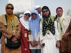 jabal rahmah statue behind (anoey_here) Tags: journey baitullah