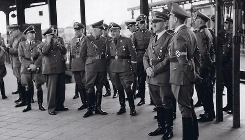 Estas fotografías del viaje de Hitler a Polonia son algunas de las nueve tomas inéditas del Führer recientemente descubiertas en un álbum de 214 imágenes de un coleccionista privado.