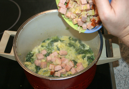 20 - Fleischkäse und Zwiebeln wieder rein