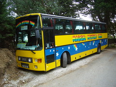 A Magical Mystery Tour in Cornwall (miledorcha) Tags: bus coach cornwall newquay beatles coaches odell excursion psv pcv magicalmysterytour vanhool daf londonbuses alizee mb230lt615 dv21 f621hgo