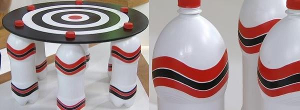 mesa botellas plasticas