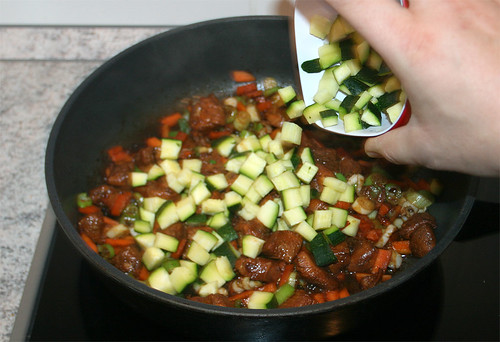 21 - Zucchini hinzu