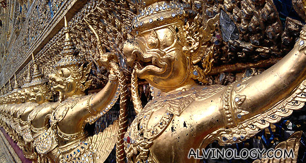 Shimmering gold wall figurines