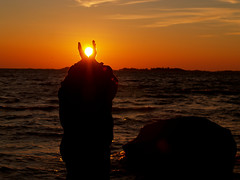 Not too hot to hold (Basse911) Tags: autumn boy sunset sea beach water rock stone strand suomi finland islands playa balticsea hanko archipelago ranta hangö slaktis klippingarna
