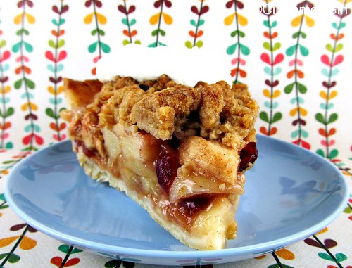 Old-Fashioned Apple Crumb Pie