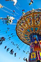 Wellenflug Oktoberfest (Robert Mehlan - Munich) Tags: blue sky robert canon munich münchen himmel oktoberfest 5d blau mkii 2011 kettenkarusell wellenflug vollformat mehlan canon5dmkii robertmehlan