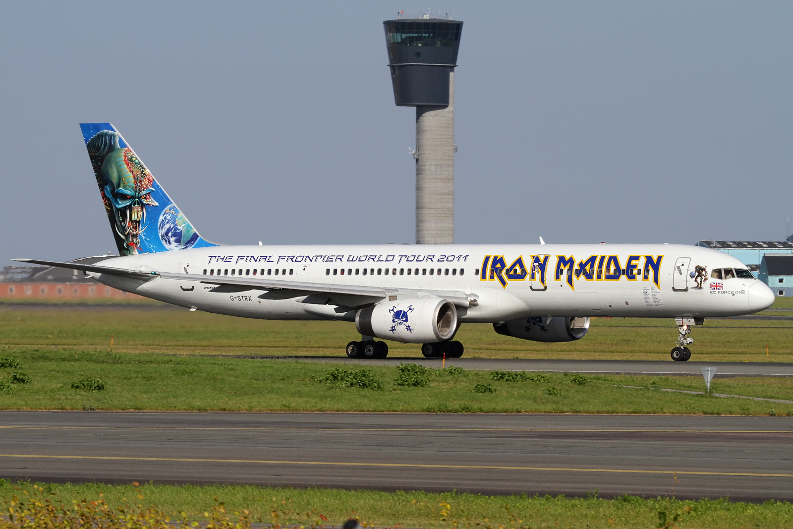 ed force one - iron maiden's 757