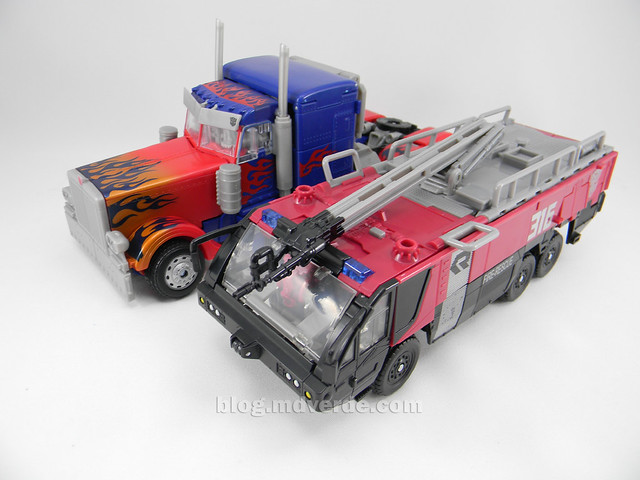 Transformers Sentinel Prime Dark of the Moon Leader - modo alterno vs Optimus Prime