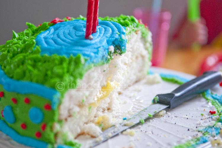 Lemon filling in the cake