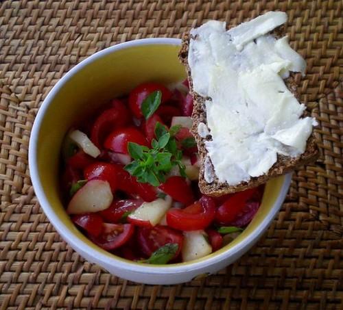 tomaten-nektarinensalat