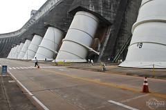 Itaipu Binacional - A maior geradora de energia limpa e renovvel do planeta (rbpdesigner) Tags: brazil plant slr southamerica paran brasil america amrica energy br pr paraguay parana foz sul usina brsil itaip energia itaipu hydroelectric py amricadosul paraguai fozdoiguau amriquedusud  amricadelsur sdamerika  suldobrasil rioparan itaipubinacional ciudaddeleste  repblicafederativadobrasil repblicadelparaguay hidroelctrica 60d americameridionale itaipudam regiosul maiorhidreltricadomundo usinahidreltricadeitaipu estadodoparan hydrolectrique gneyamerika canoneos60d cidadedoleste hidreltricadeitaipu tetparagui represadeitaip repblicadoparaguai canonefs18135mmf3556is barrageditaipu usinahidroeltricadeitaipubinacional digadiitaip   maiorusinageradoradeenergiadomundo republicofparaguay republikparaguay