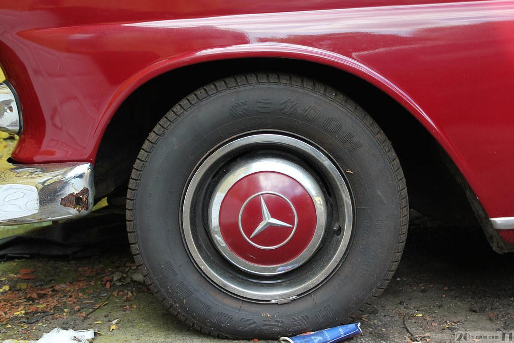 Vintage Mercedes-Benz 230 IV