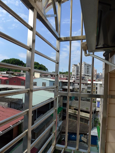 陽台外的鐵窗架