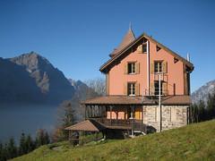 Pfadfinderheim Villa Kunterbunt oberhalb Schwanden (Priska B.) Tags: schweiz switzerland swiss pfadi villakunterbunt pfadfinder schwanden pfadiheim