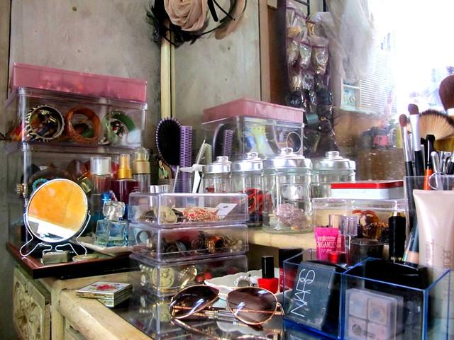Organizing Vanity Dresser (45)