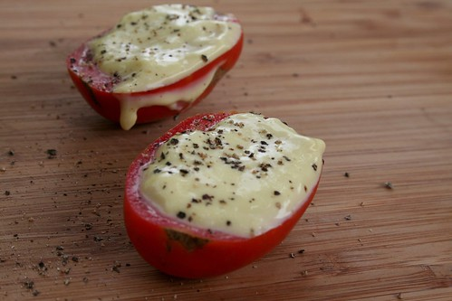 garden fresh tomato, homemade mayo & pepper {so good}