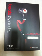 tour beats. by dr.dre (takeratta(tm)*) Tags: red summer black japan logo tokyo photo flickr tour box stereo tool beats 2011 pacage takerattatm innerearphone bydrdreproduct