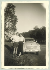 Lloyd LP 600 (Raymondx1) Tags: auto white black classic cars car vintage photography photo automobile foto fifties antique 1950s lloyd vehicle sw motor lederhosen alexander wirtschaftswunder lloydalexander blackwhite economicmiracle lp600 lloydlp600alexander