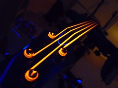 Headstock (Fotografie di Pablo) Tags: light red orange black hot wire neon toaster bass guitar dr strings glowing