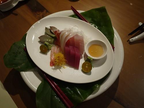 第四道菜:生魚片 配 石蓮花沾蜂蜜