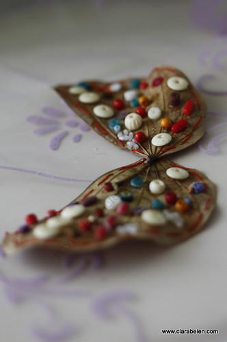 Manualidades: Decorar con hojas secas. Hoja con forma de mariposa (3)