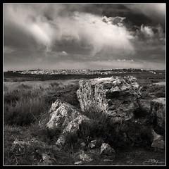 Das grises (J.R.Rey (OFF)) Tags: summer bw grass clouds landscape rocks village sony pueblo nubes verano prairie rocas hierba prados dscf828