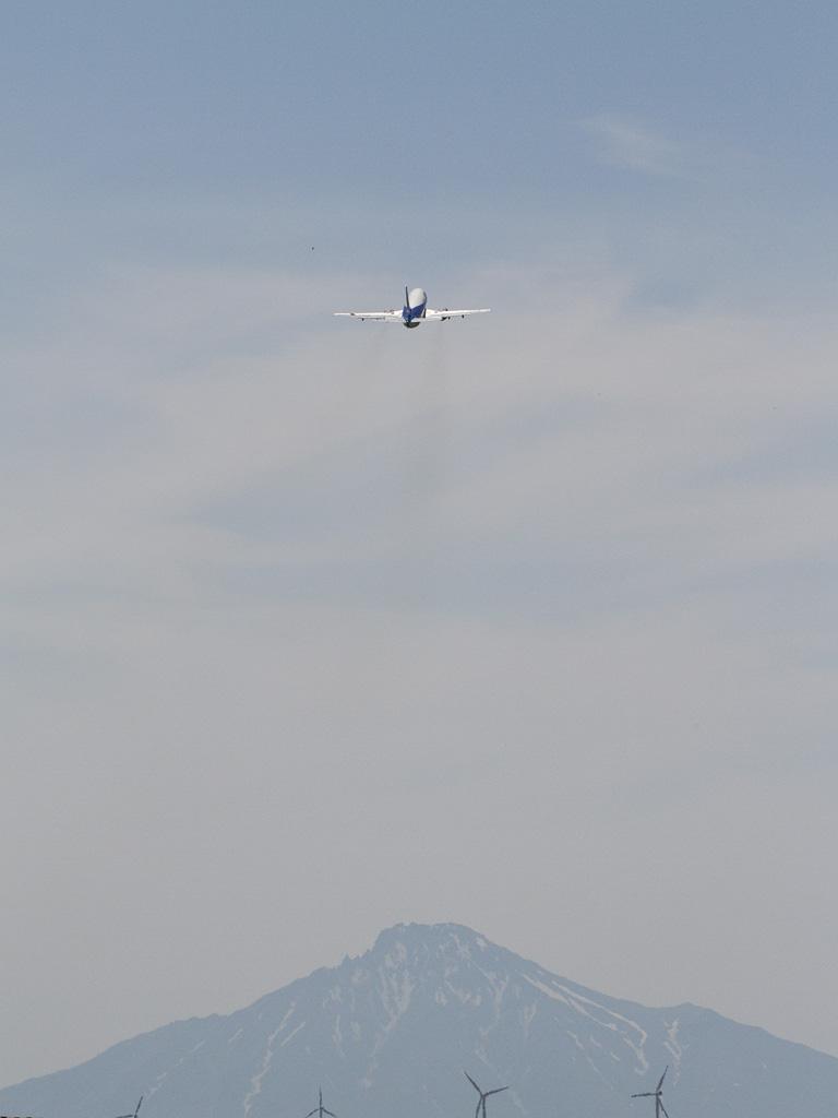 ANA's B737-500 with Mt. Rishiri.