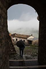 verso casa (rino_savastano) Tags: italia explore pro pioggia ombrello molise borghi duronia allxpressus blinkagain rinosavastano