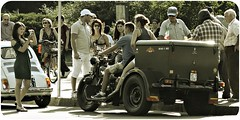 Piazza Castello -Ricordi su ricordi- (Toni Monroe) Tags: people italy milan canon reflex milano castellosforzesco piazzacastello piazzacairoli