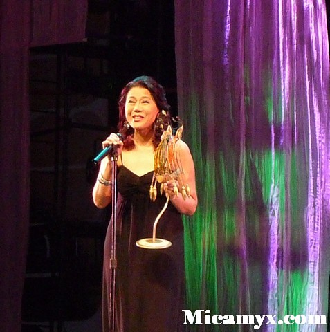 Racquel Villavicencio is obviously surprised when she bagged the Best Actress award for Bisperas (Director's Showcase)