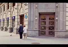 11/12 - Una puerta de color / A coloured door (Nipopanda.) Tags: door calle puerta bilbao juego tesoro lvm