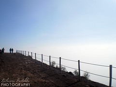 Mount Vesuvius. (Katha.*) Tags: blue sky people clouds fence leute view border himmel wolken fromabove mountvesuvius pompeii naples vesuvius blau aussicht vesuvio neapel pompeji vesuv vonoben napli