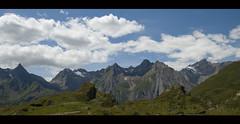 a quelli che una coppia  gi una folla .... (manuz73) Tags: verde montagne nikon italia nuvole cielo roccia azzurro alpi prato montagna cime cresta vco formazza ossola d80 visitpiedmont