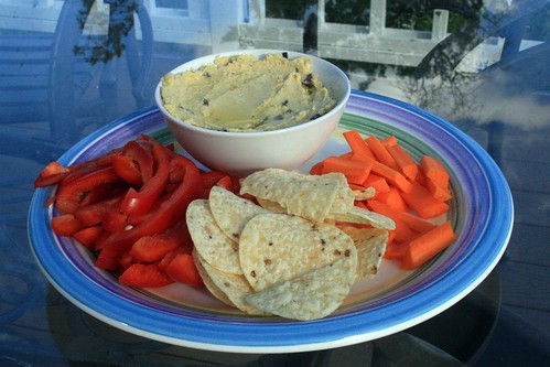 Hummus and veggies, chips