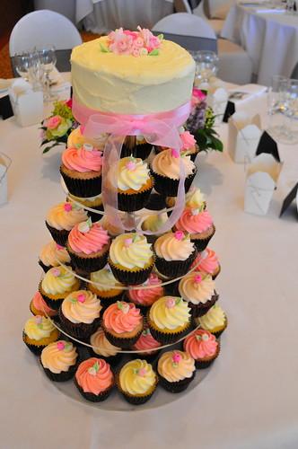 Pale pink medium pink and ivory wedding cupcakes