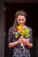 Royal Tour of Canada - Day 1 - Ottawa (Maurice Li) Tags: flowers cambridge ontario canada official kate ottawa royal william catherine will day1 smell bouquet dayone wills princewilliam royals rideauhall duchess middleton royalvisit 2011 katemiddleton royaltour willsandkate williamandkate catherinemiddleton willandkate royaltourofcanada mauriceli dukeandduchessofcambridge day1ottawa