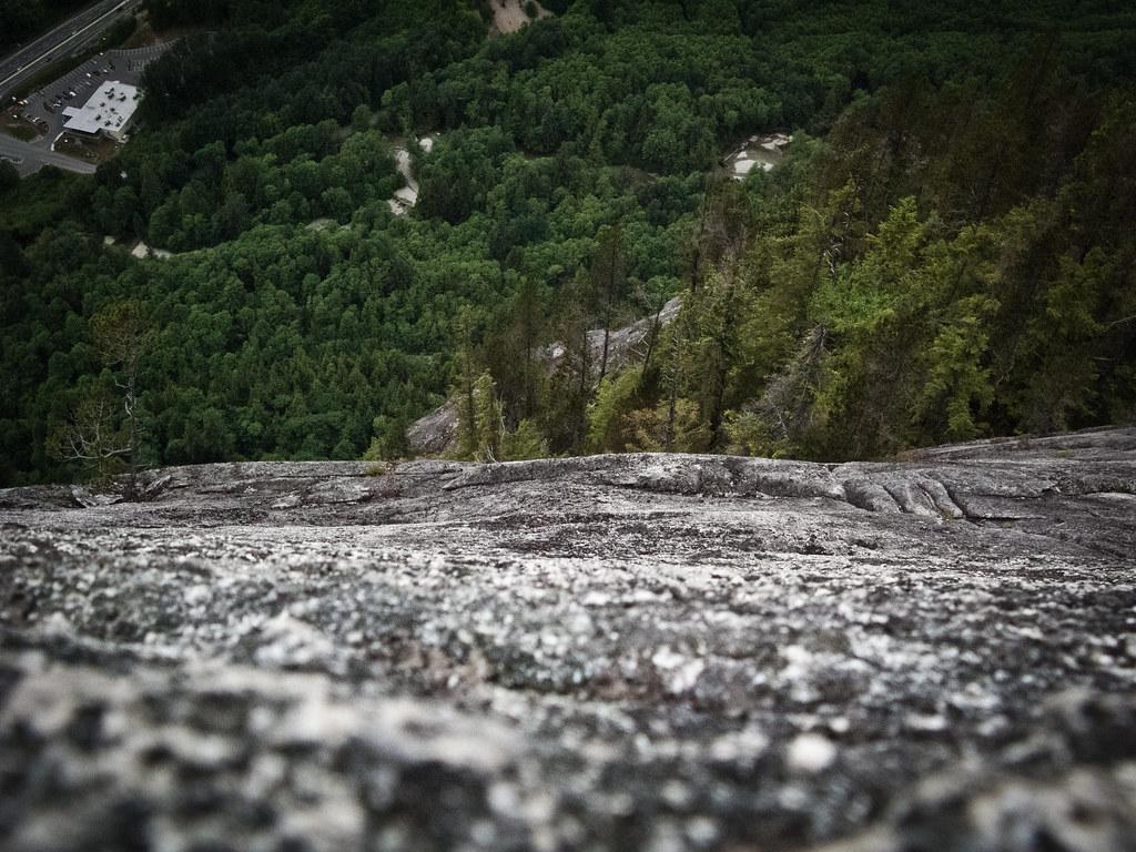 Angel's Crest, 5.10c, Squamish - Long Way Down