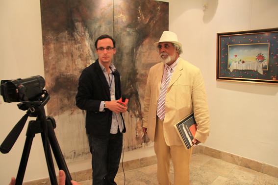 Radu Darolti, Antonio Calderon de Jesus en frente de un cuadro de Onik