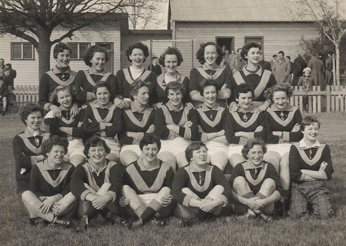 Maffra women footballers