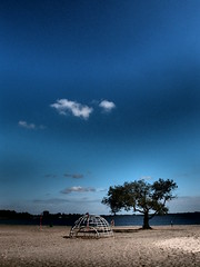 the globe and the baobab (Michiel Thomas) Tags: lake holland beach strand photographer lakes creative olympus explore groningen filters province hs fotograaf provincie hoogezandsappemeer meerwijck inexplore myphotosinexplore michielthomas ergaatnietsbovengroningen meerwijk zuidlaardermeer mypictureinexplore creativefilters xz1 myphotoinexplore mypicturesinexplore