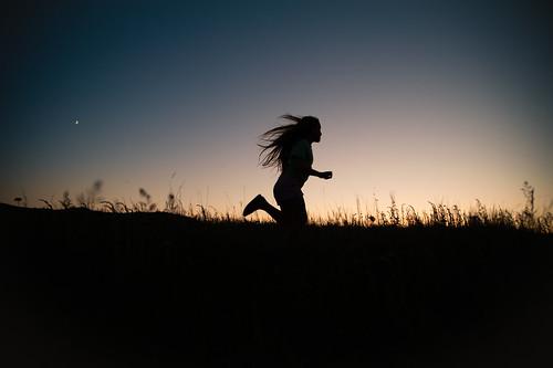 フリー写真素材, 人物, 子供, 少女・女の子, 人と風景, ジョギング・ランニング, シルエット,